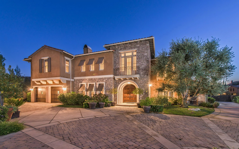 Селена Гомес выставила на продажу свой дом в Калифорнии